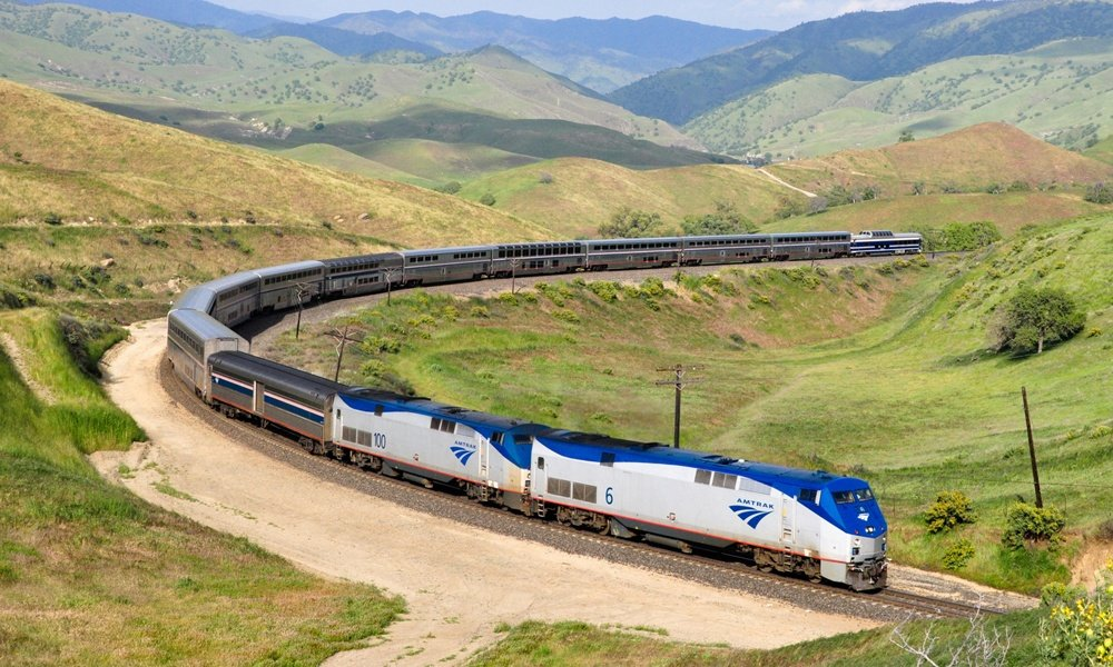 Travel-Across-the-USA-by-Train.jpg